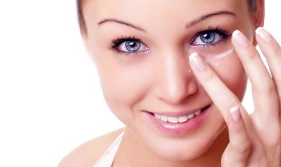 Как ухаживать за кожей глаз?