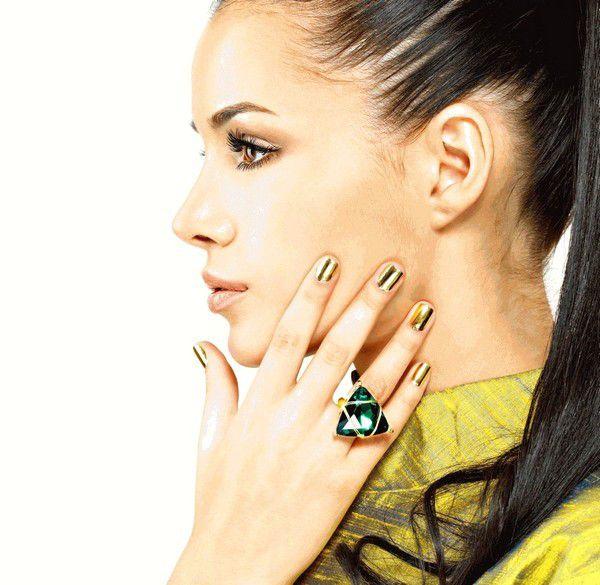 Полоски для ногтей - новая модная тенденция