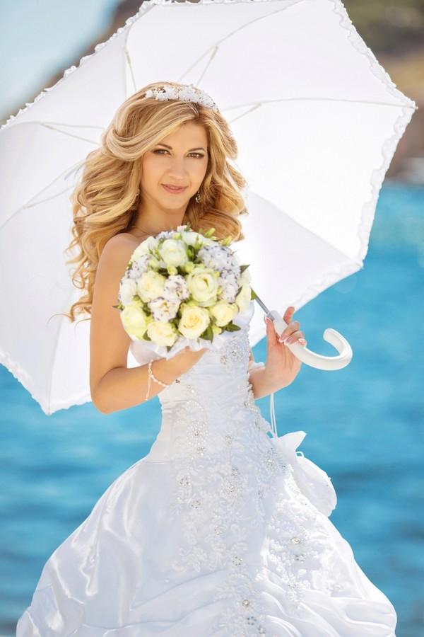 Свадебное платье с зонтиком
