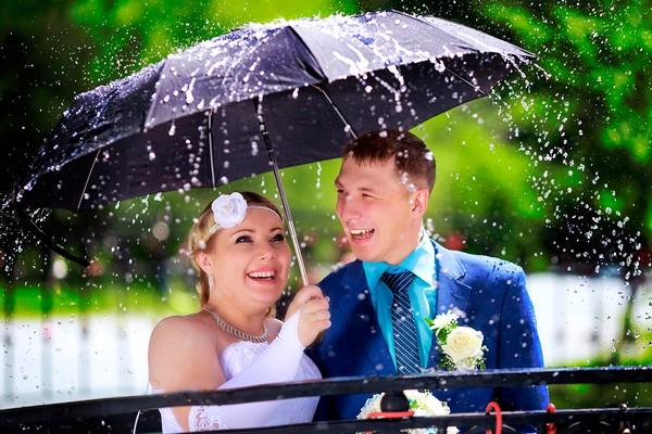 Зонтик под свадебное платье для невесты