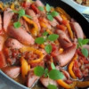 Тушеные сосиски с овощным соусом