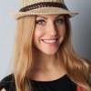 Модное сочетание шляпы Fedora с различными стильными нарядами