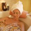 Что может быть лучше теплой ванны и запаха роз