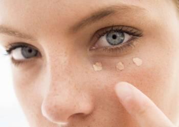 Тёмные круги под глазами: почему и что делать?