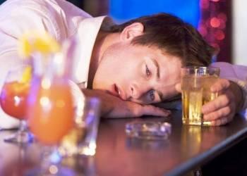 Как остановить рвоту после алкогольного отравления в домашних условиях