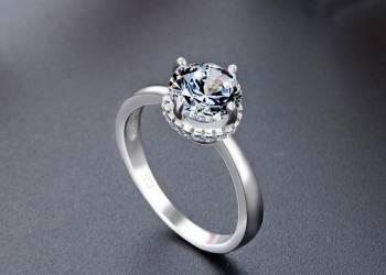 Серебряные кольца с камнями – стильный аксессуар для эмоциональных женщин