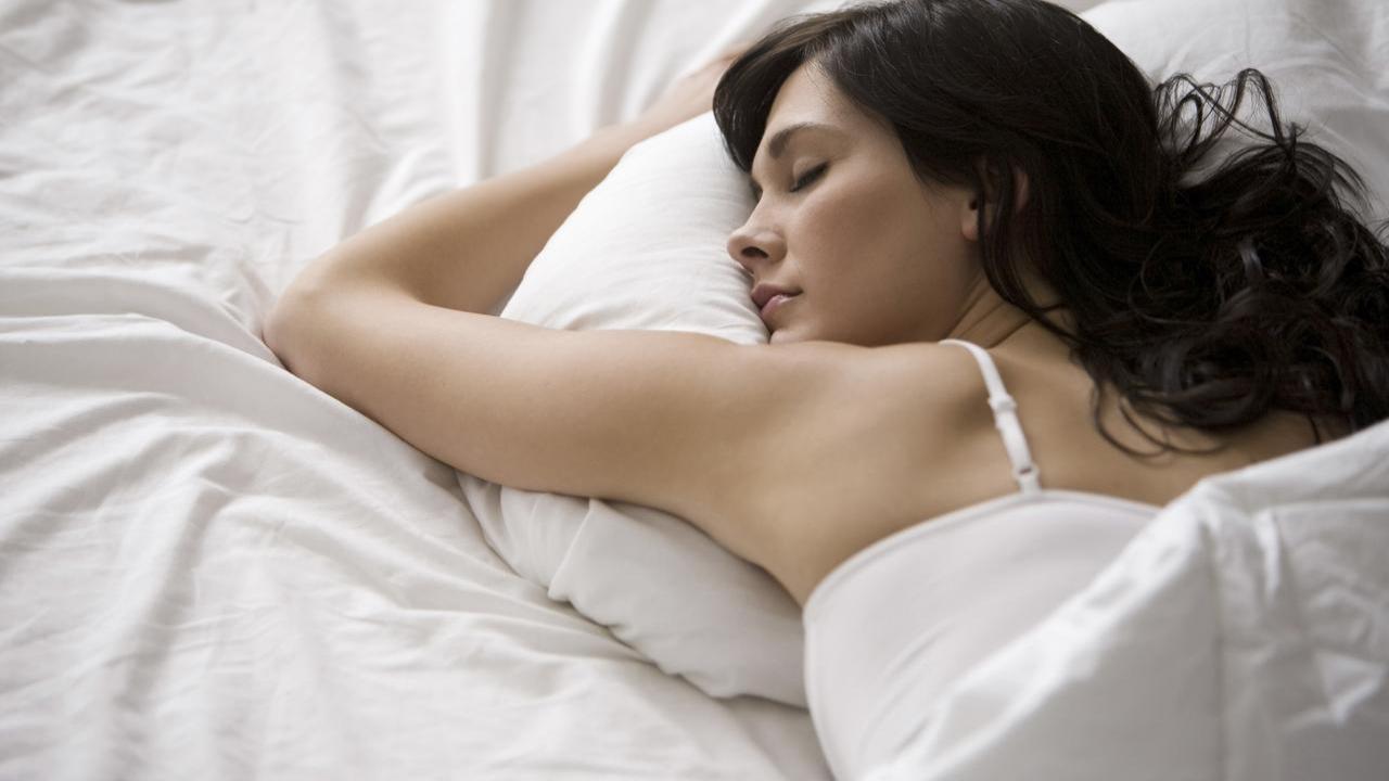 Спящая девушка - фотография