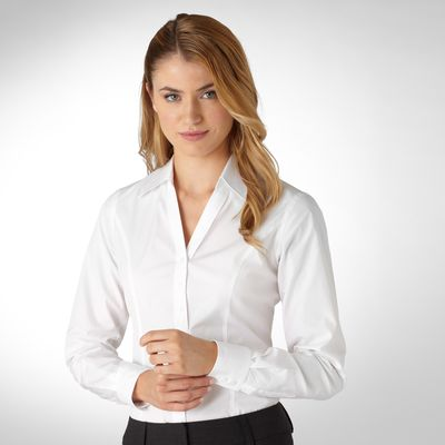 Девушка в белой рубашке