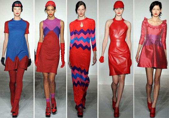 Модели в красном