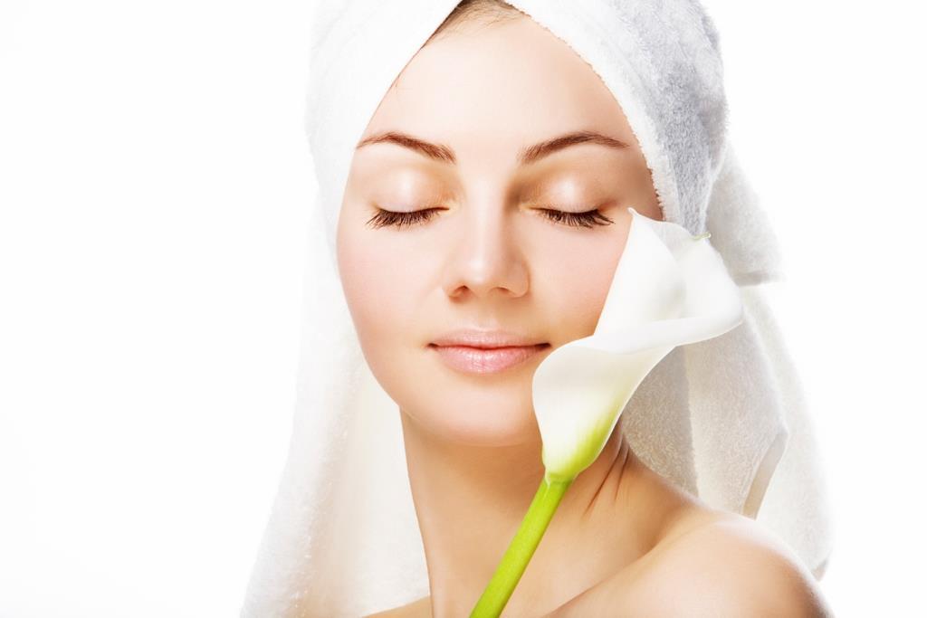 Очищаем кожу перед нанесением косметики