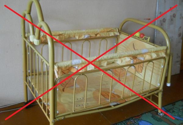 Железная кровать опасна