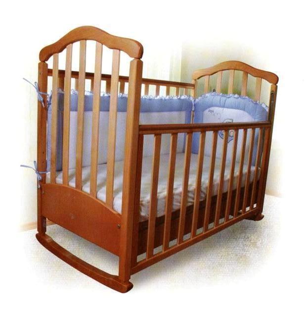 Деревянная кроватка