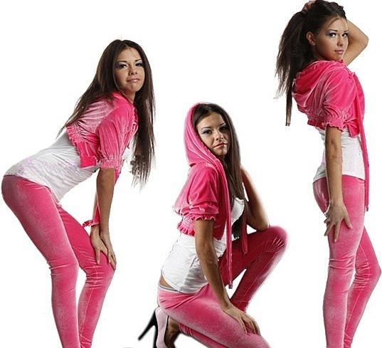 Девушки в спорт-одежде