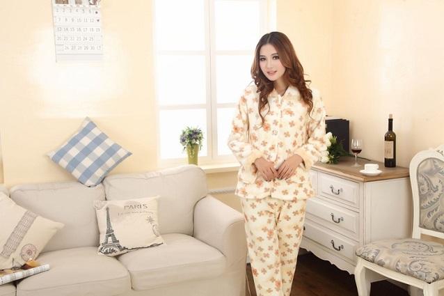 Восточная девушка в пижаме