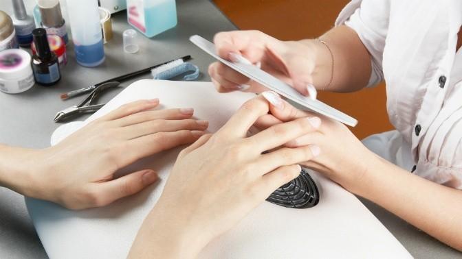 Коррекция ногтей в ручную