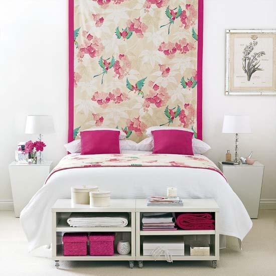 Красивое изголовье кровати