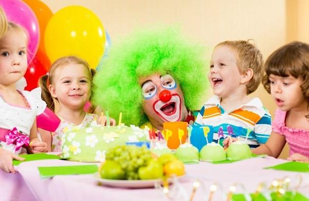 Клоун на детском празднике