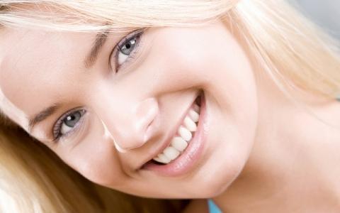 Белое лицо и зубы