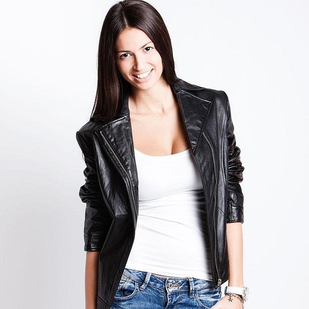 Куртка с джинсами и блузкой