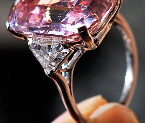 Настоящее кольцо с бриллиантом