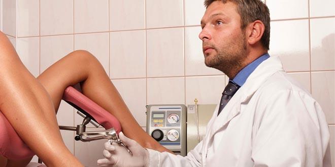 Врач гинеколог с пациенткой