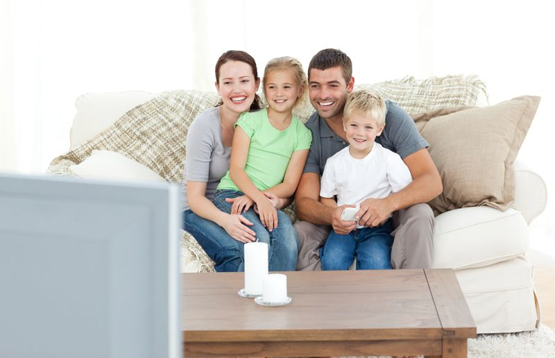 Family-Watching-TV_Movie_Good-Story