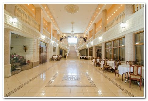 Банкетный зал для свадебного торжества