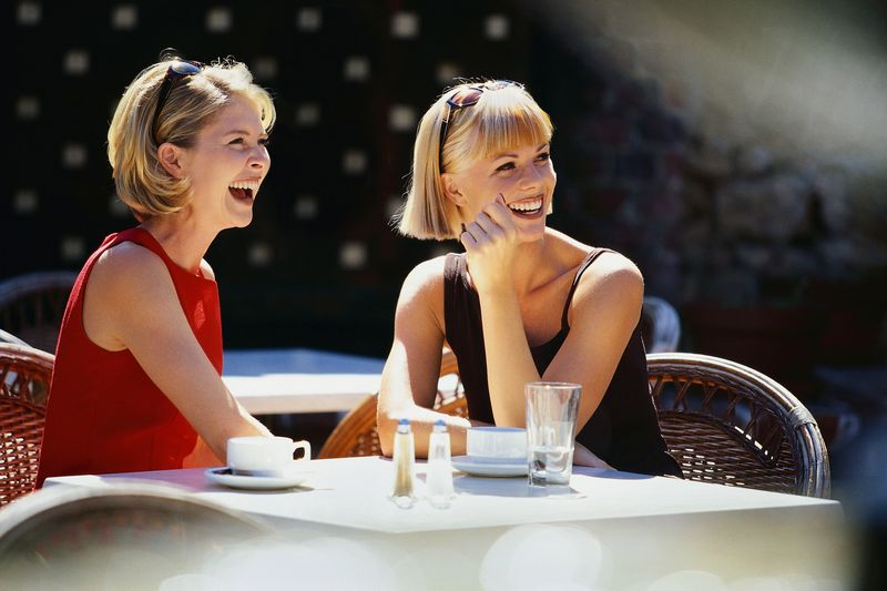 kafe-s-podruchkoy