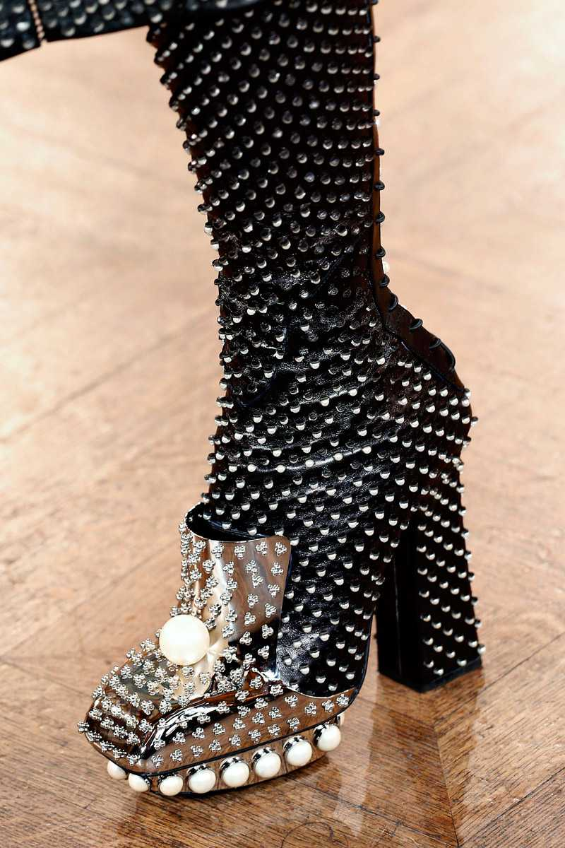 obuv-so-strazami