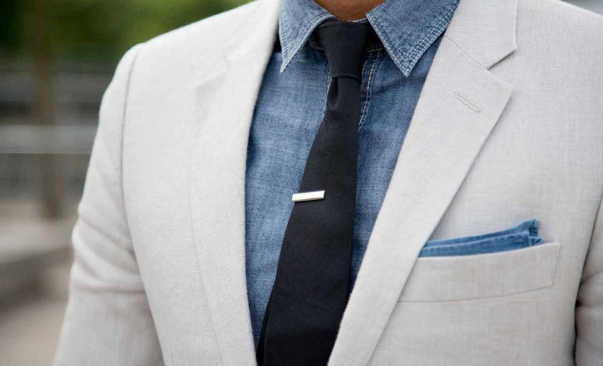 seryi-kostym