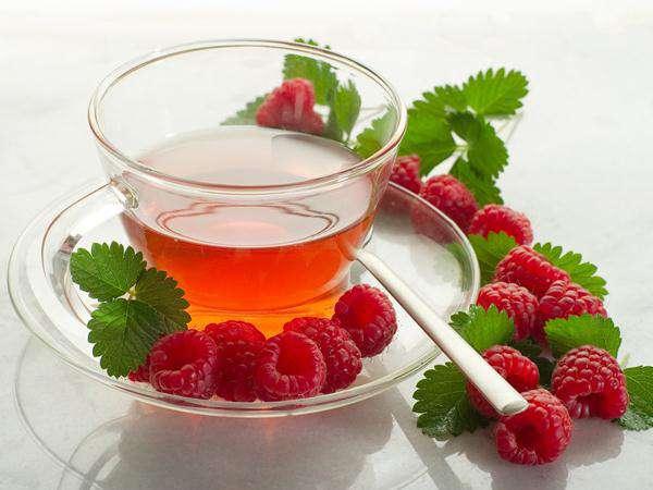 чай с малиной и кипяченое молоко с медом
