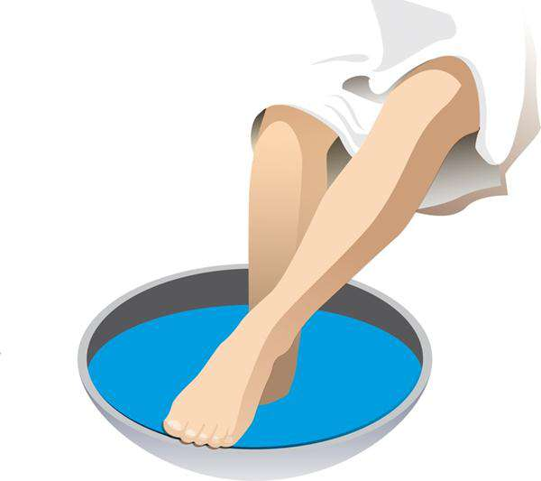 попарить ноги в тазике