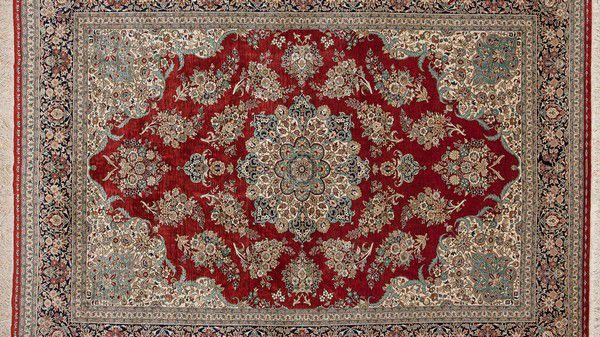 Красивый персидский ковер