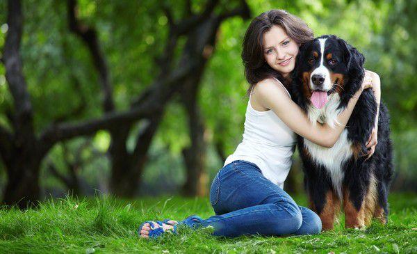 На прогулке с собакой. Как модно одеваться