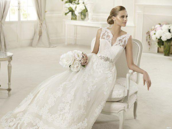 Прямые кружевные свадебные платья