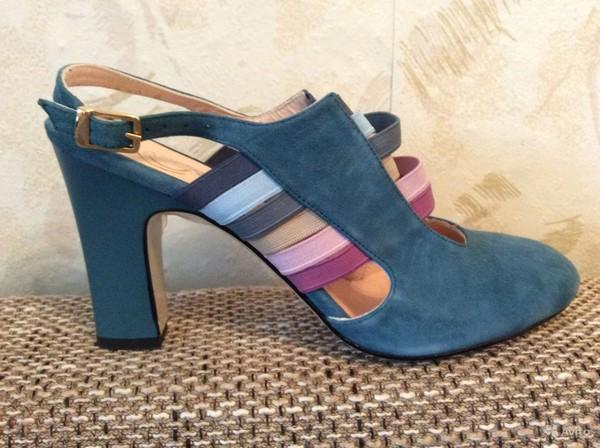 Как выбрать модные босоножки на широкую ногу?