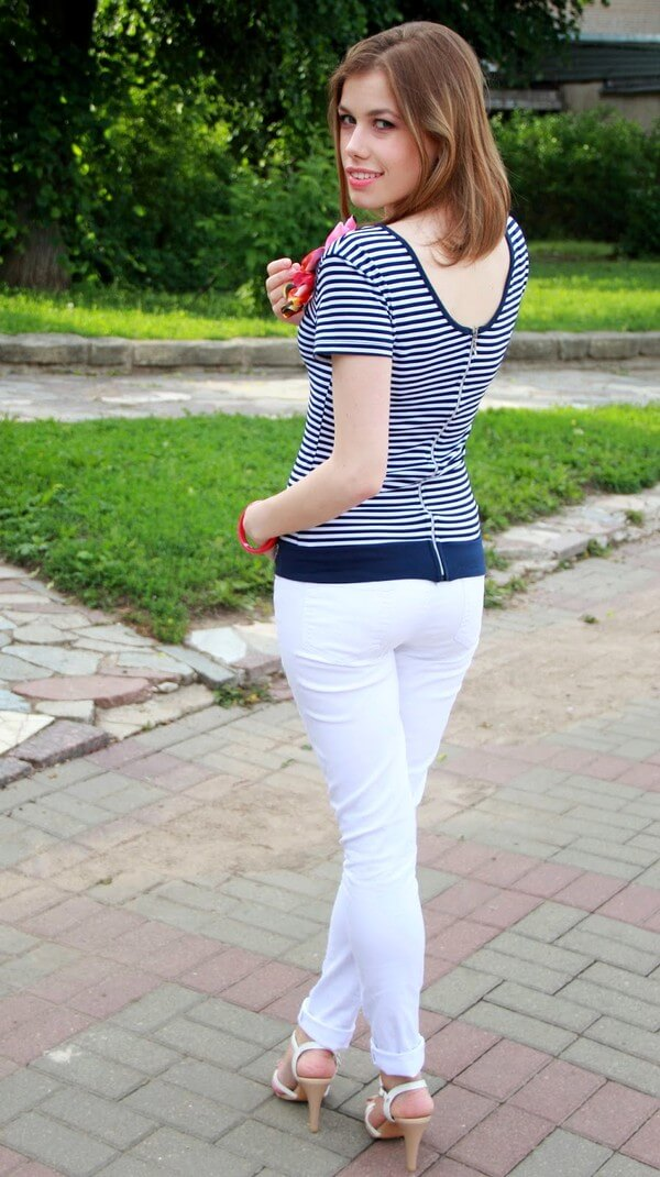C чем носить белые брюки