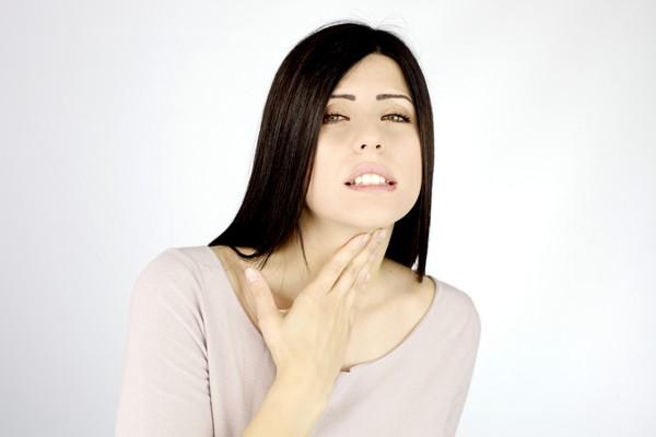 Как быстро и без последствий избавиться от боли в горле