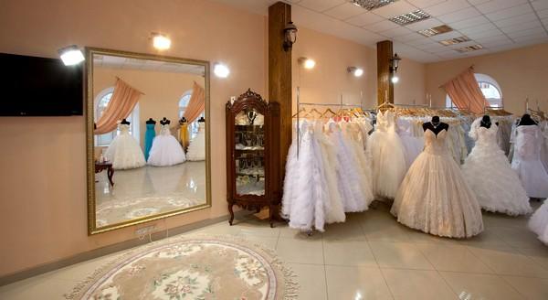 Свадебные платья: покупать или взять напрокат?