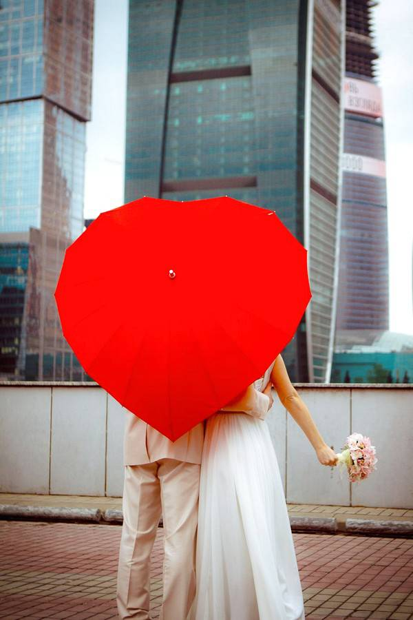 Свадебный зонтик с формой сердца
