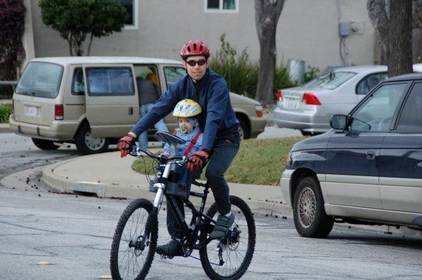 С какого возраста можно возить ребенка в велокресле?