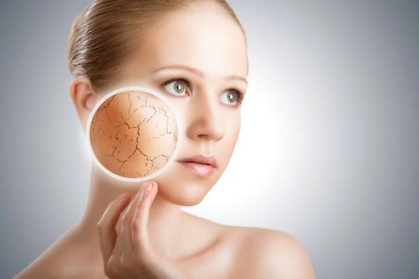 Основные ошибки в макияже: нанесение макияжа на сухую кожу