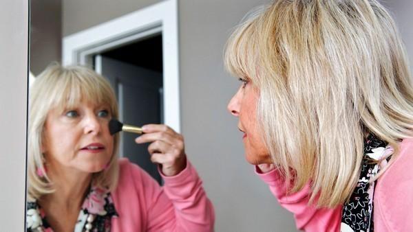 20 лучших советов по макияжу для женщин старше 50 лет