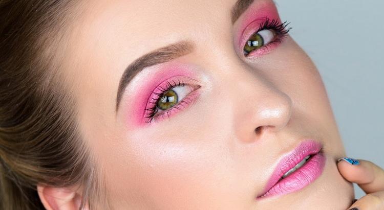 Розовый макияж - хит этого сезона