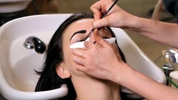 Как красить брови хной