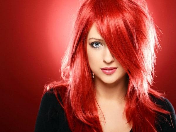 Яркий стиль - красные волосы