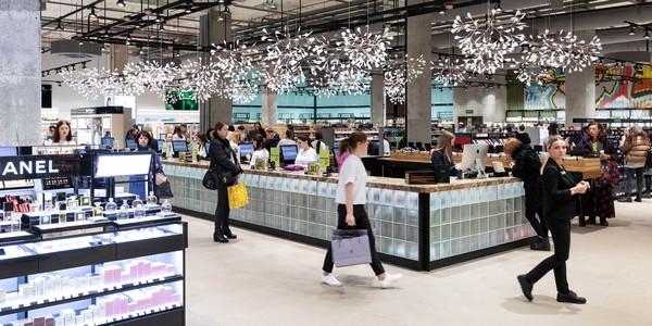 Открытие 20-го парфюмерного супермаркета «Золотое Яблоко» в России